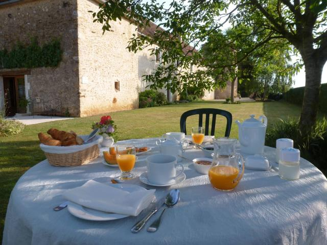 Ribourdin castle charming bed breakfast in burgundy for Bourgogne chambre hote