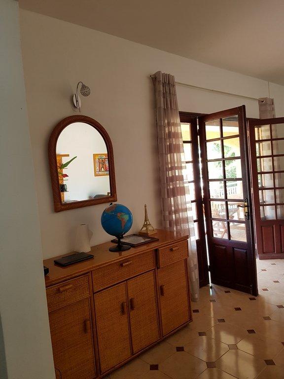 chambres d 39 h tes chez l 39 habitant 2 chambres dans une villa has les abymes guadeloupe 971. Black Bedroom Furniture Sets. Home Design Ideas